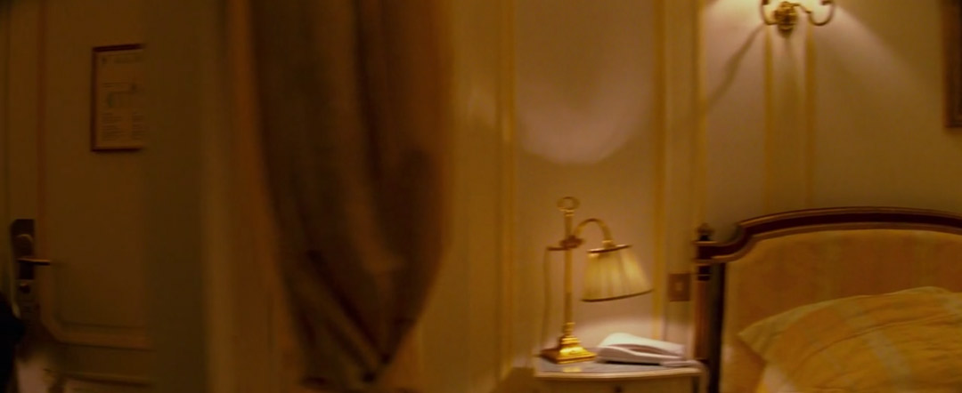 Hotel-Chevalier-Wes-Anderson-film-panoramas-wmiii-still-example-2